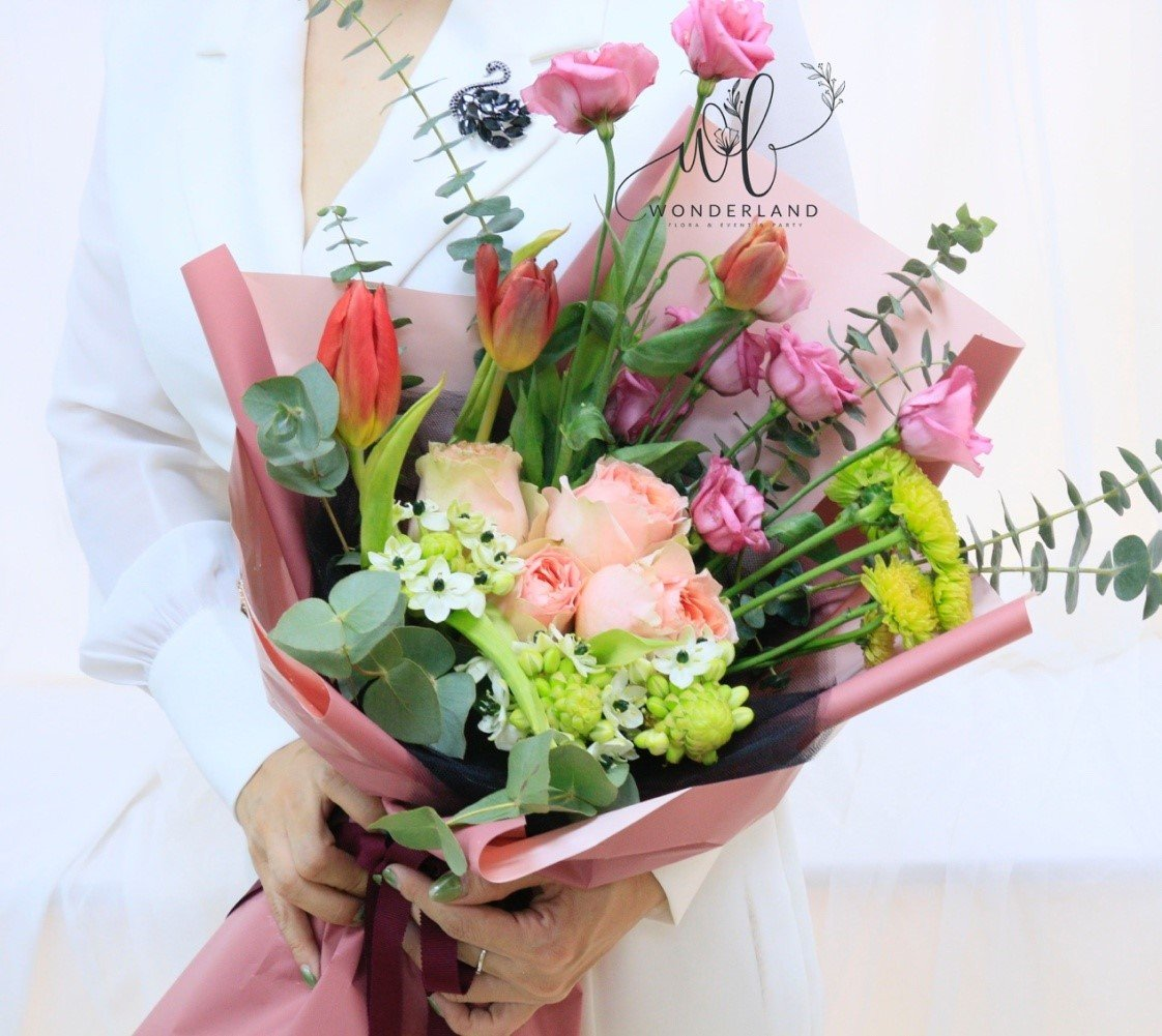 Deluxe Flowers Bouquet Online Gift Shop in Dubai