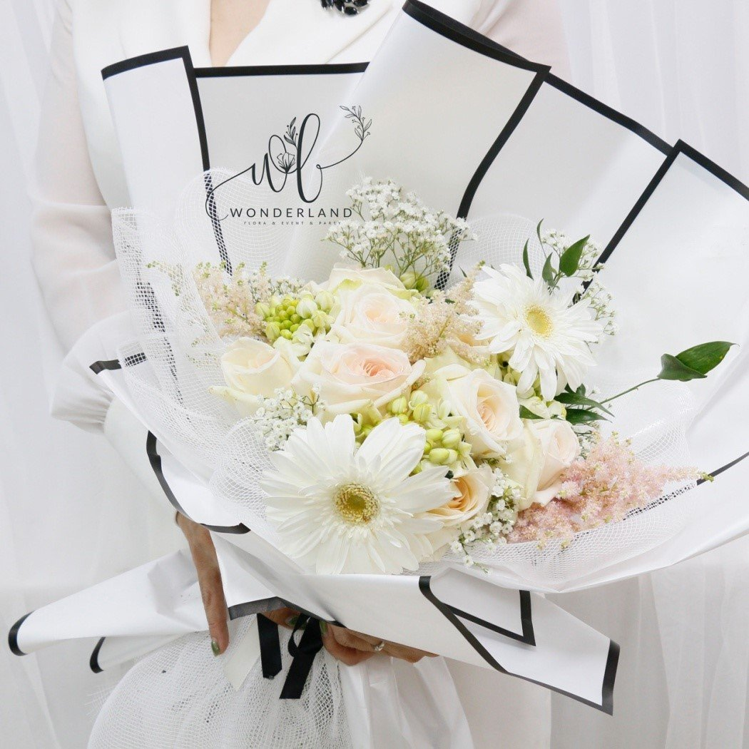 White beauty Flower Set for Gift Online Flower Shop in Dubai